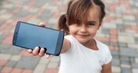 Nyári téma: mikor kapjon a gyerek okostelefont?